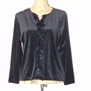 Tops - 🆕️ Black velvety top with ruffle l/s